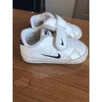 chaussure naissance nike